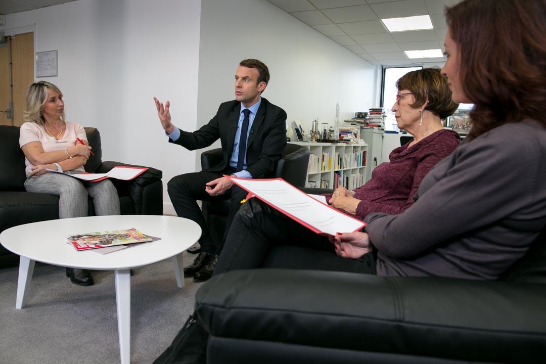 """Emmanuel Macron et des lectrices de """"Femme Actuelle"""""""